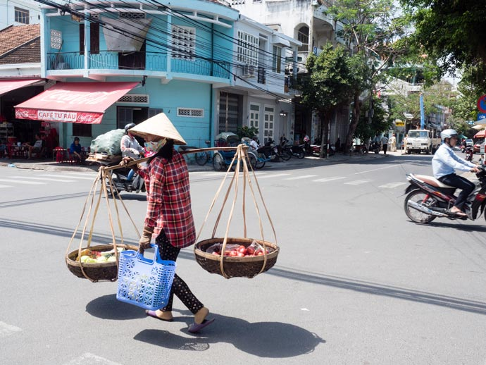 Carrying things in Vietnam