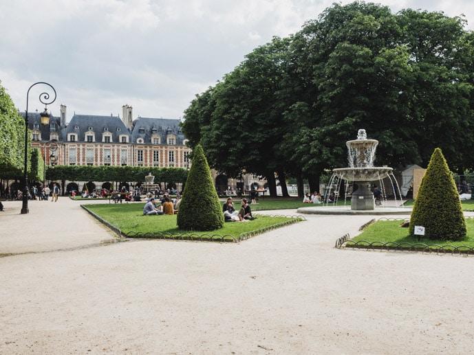 Place Des Vosges Marais Paris